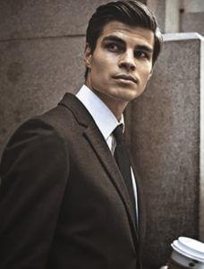 男性のスーツ写真