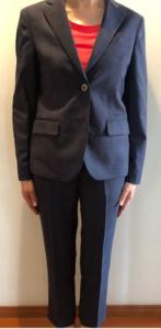 女性スーツの写真