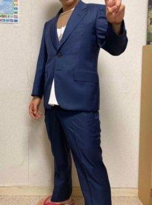 男性のスーツの画像