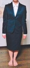女性スーツ写真