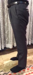 男性パンツの脇から見た写真