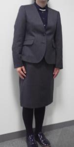 女性スーツ写真ノーカラージャケット