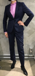 女性スーツ姿