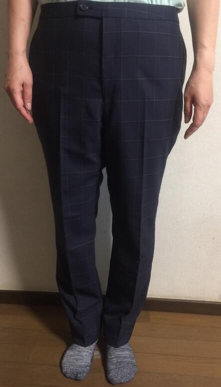 パンツの女性
