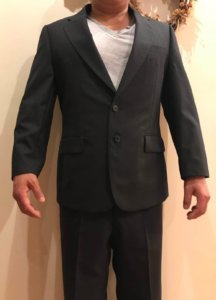 男性 スーツ姿