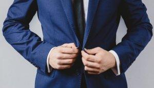 スーツのサラリーマン